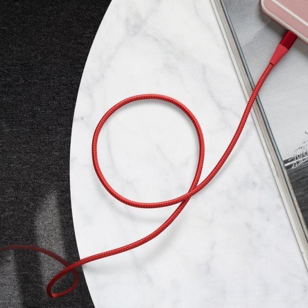 Anker PowerLine plus II röd laddar telefon