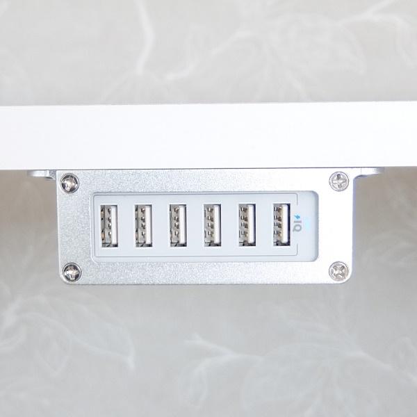 Fastskruvad fäste med PowerPort 6 mobilladdare - silver