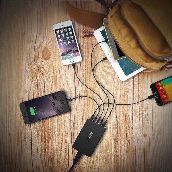 Aukey mobilladdare med 5 uttag för alla märken