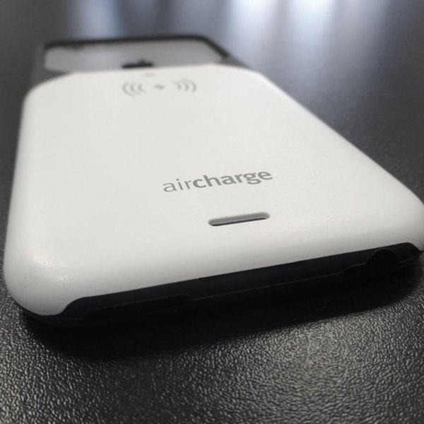 Aircharge iPhone 6 Plus, 6s Plus MFi Qi trådlöst laddningsskal - Svart-Vit - nederkant