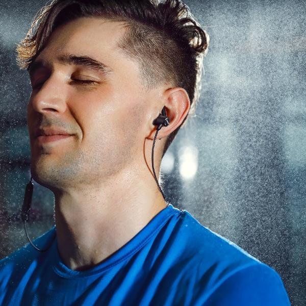 Anker SoundBuds Slim bluetooth hörlurar sitter bekvämt