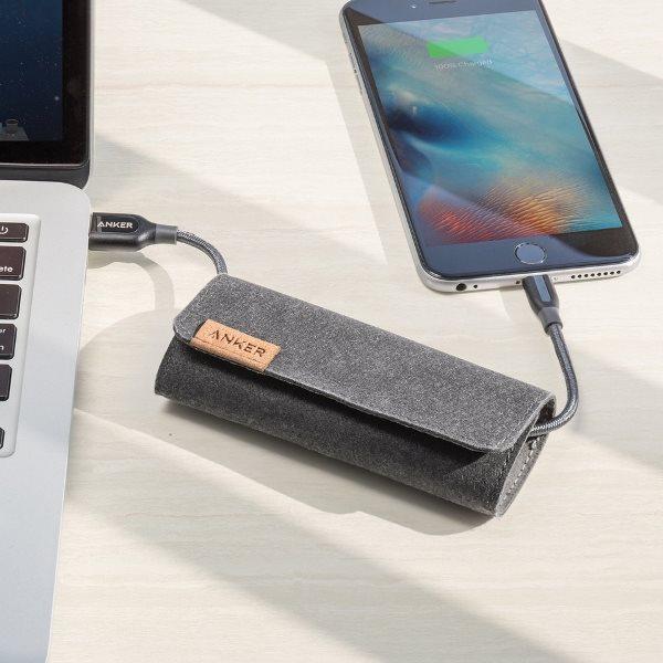 Anker PowerLine plus Lightning grå med telefon