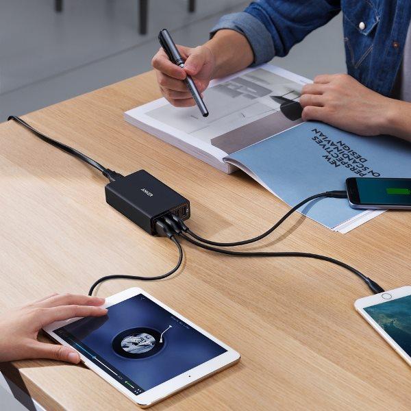 Anker Powerport 5 mobilladdare laddar många telefoner samtidigt