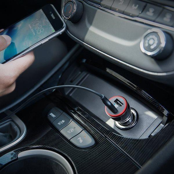Anker PowerDrive 2 svart i bilen