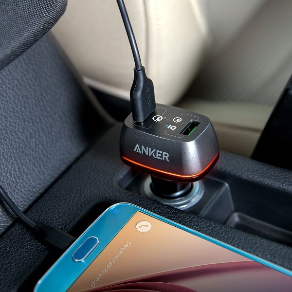 Anker PowerDrive Plus 2 med QC3.0 svart i bilen