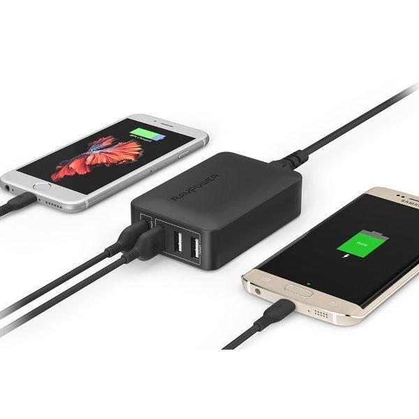 RAVPort mobilladdare med 4 uttag  och Quick Charge laddar två telefoner