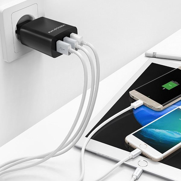 RAVPower mobilladdare med 3 uttag laddar tre telefoner och surfplattor