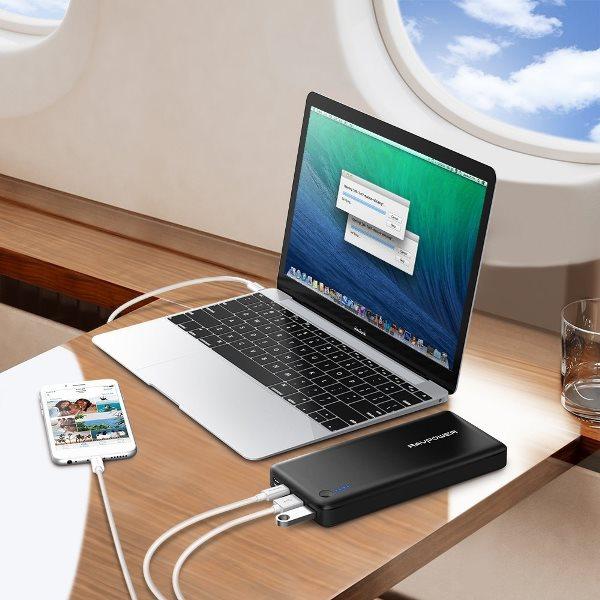 RAVPower 26800mAh 30W Power Delivery Typ-C powerbank laddar en MacBook och iPhone