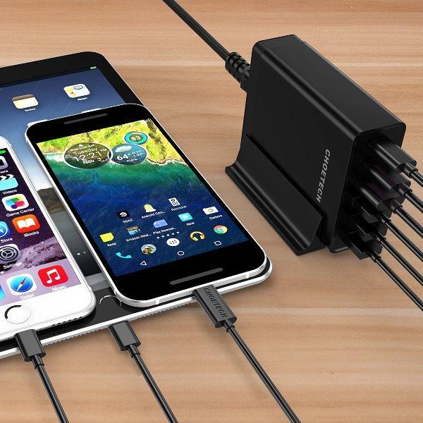 Choetech mobilladdare med 2 x USB-C och 4 x USB-A laddar USB-C enheter