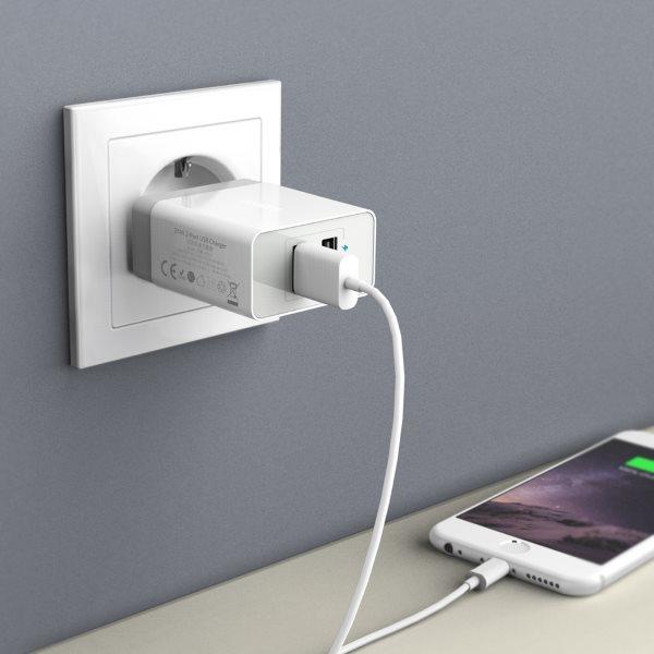 Anker mobilladdare med 2 uttag - laddar en telefon - vit
