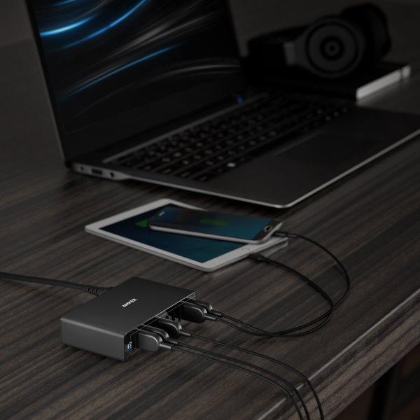 PowerPort 10 svart på skrivbord