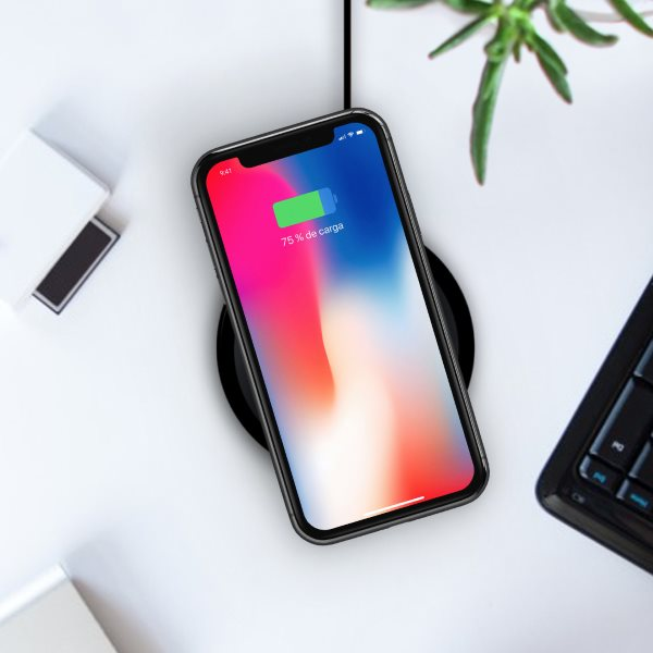 Minibatt UltraSLIM trådlös laddare laddar iPhone