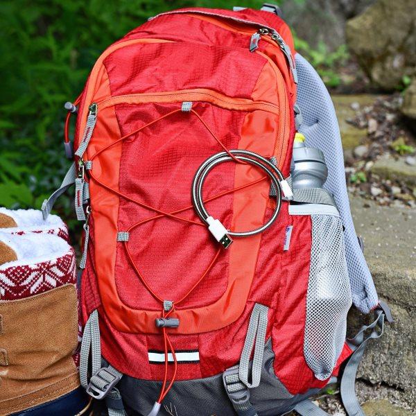 Fuse Chicken Titan mikro USB 50cm - silver - på ryggsäck