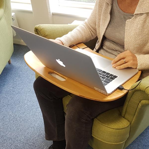 Laptopstöd i bambu med kudde