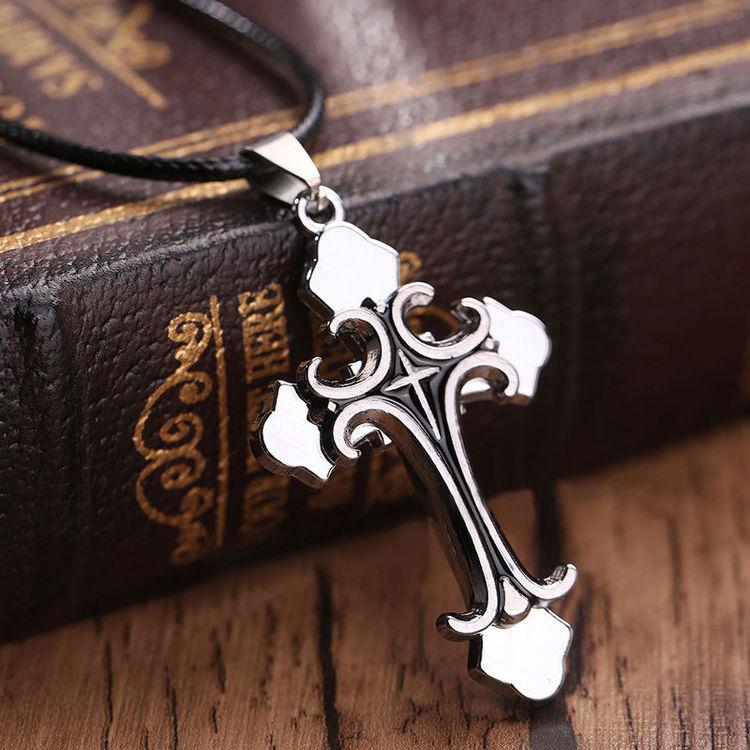 Kors i silver och svart.Rostfritt stål med halskedja.ca 5.7 cm * 3.4 cm, ca 42 cm