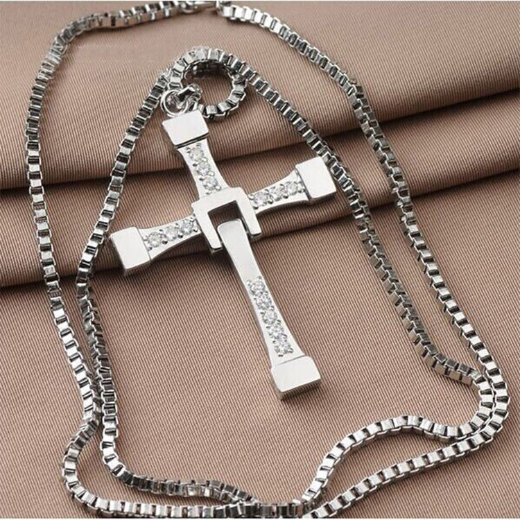 Kors i silver. Rostfritt stål med halskedja.Kors stl:5.0cm*3.7 cm Längd:ca 50 cm