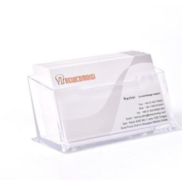 Visitkortshållare (Bord). Klar plast, material: acrylic,mått 10.1 cm x 4.5 cm x 4.5 cm