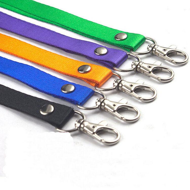 Svart Nyckelband med karbinhake + Pvc lodrätt.