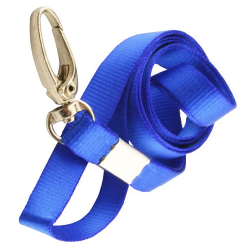 Blått nyckelband med tryckkrok+Plastficka vågrätt.Klubbar, tävlingar mm