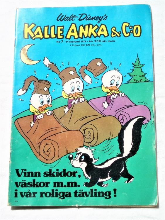 Kalle Anka&Co nr7 1974 bra skick,adressetikett baksida rygg mer sliten.