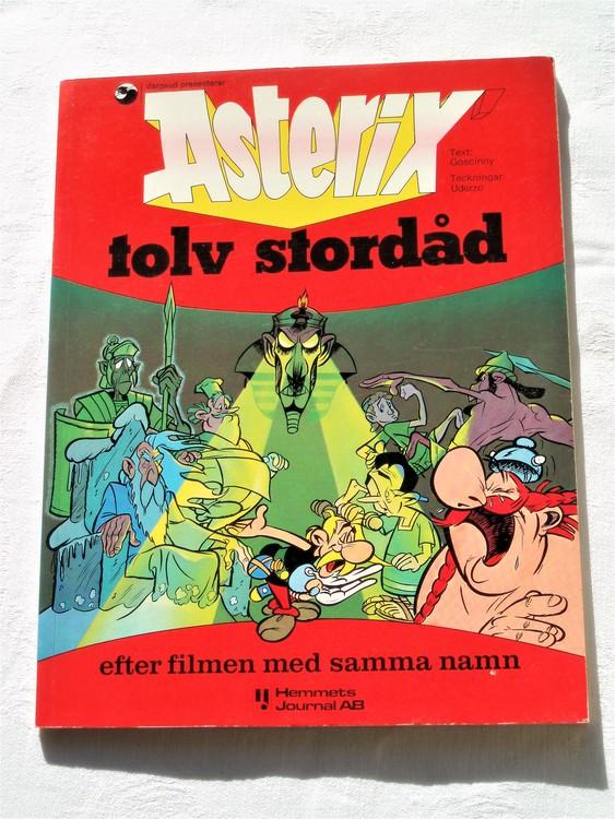 Asterix Tolv Stordåd mycket bra skick nyskick hemmets Journal isbn 917300328 X