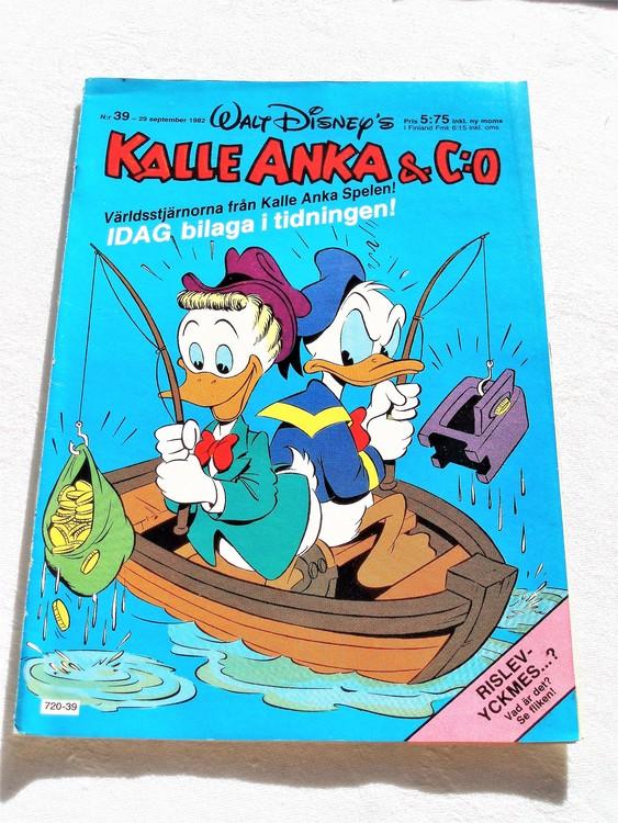 Kalle Anka&Co nr39 1982 mycket bra skick adressetikett baksida data tryck.