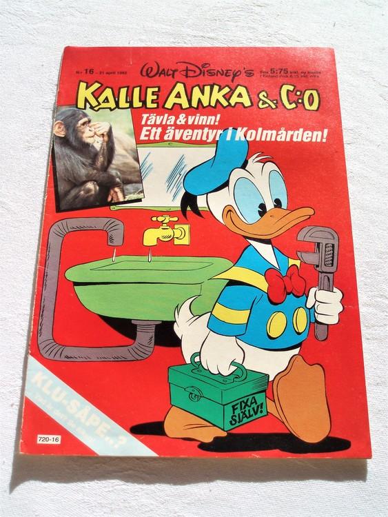 Kalle Anka & Co nr 16 1982 mycket bra skick adressetikett baksida data.