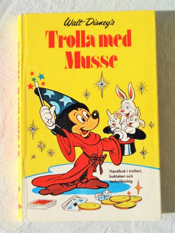 """Walt Disneys """"Trolla med Musse""""Handbok mycket bra skick"""