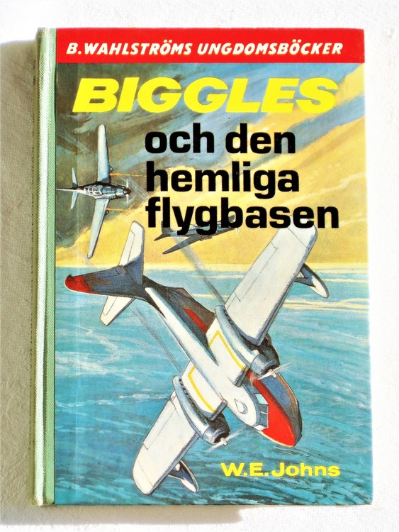 """Biggles """"Och Den Hemliga Flygbasen"""" Kapten W.E. Johns mycket bra skick."""