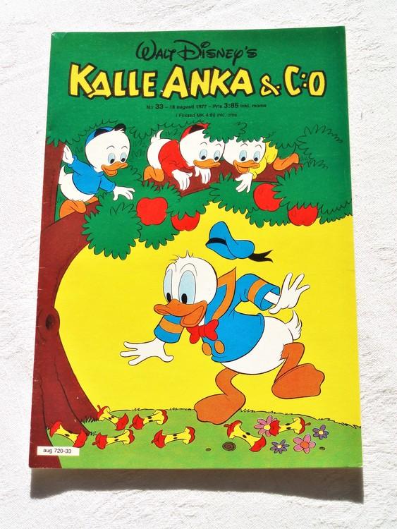Kalle Anka&Co nr33 1977 mycket bra skick,adressetikett baksida.
