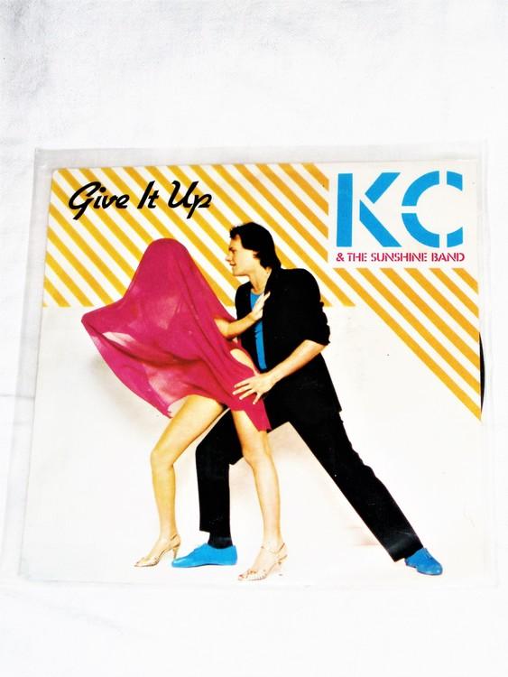 """KC & The Sunshine Band"""" Give It Up"""" mycket bra skick."""