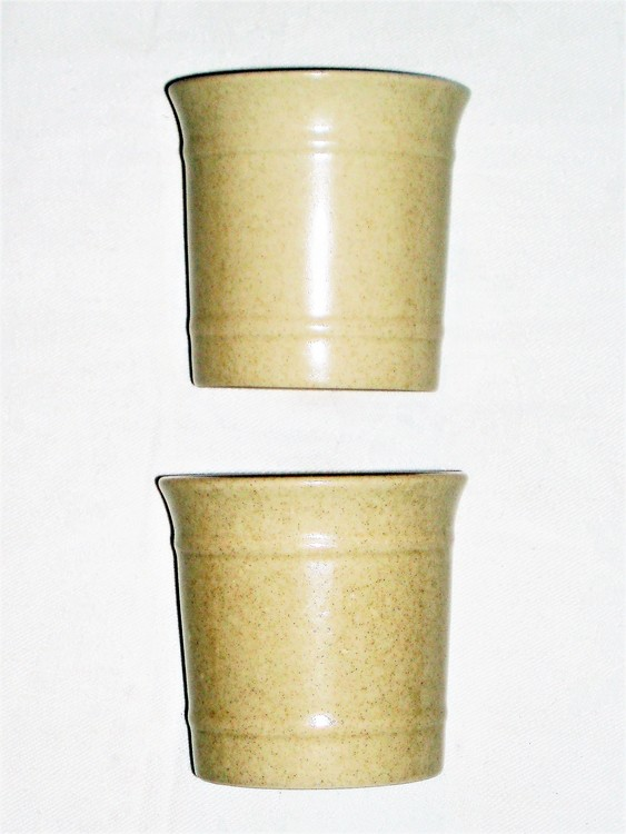 Höganäs Keramik Stengods Muggar 2st H 8 cm Dia är 8 cm mycket bra skick.