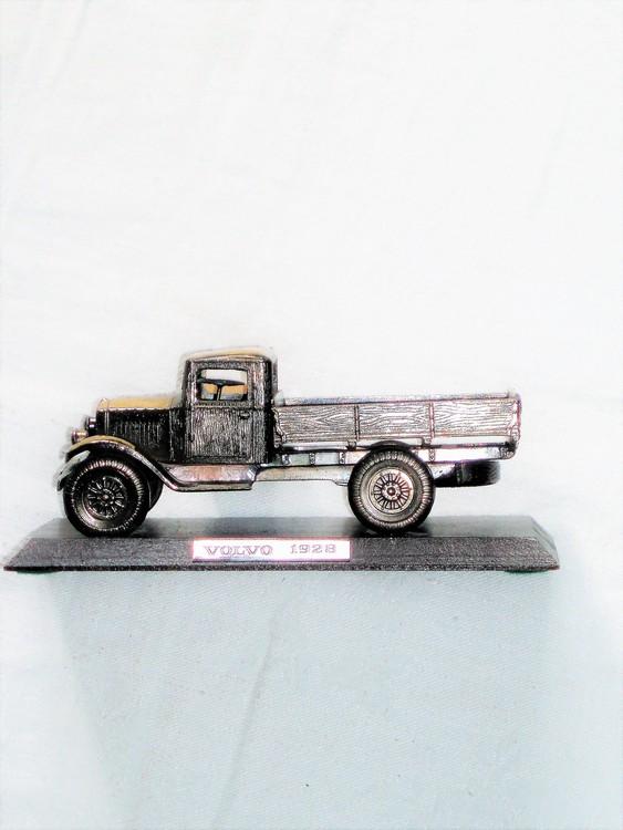 Volvo Modellbil Metall  LV 40 1928 på träplatta mycket bra skick