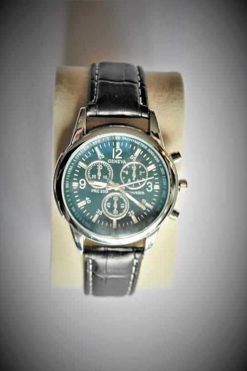 Geneva Armbandsklocka Herr Dia 4.5 cm Urtavla Svart Silver Vit färg. Nyskick