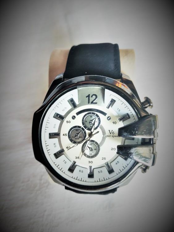 V 6 Armbandsur Herr Dia 5.1 cm Urtavla Vit .Svart Läderband Nyskick