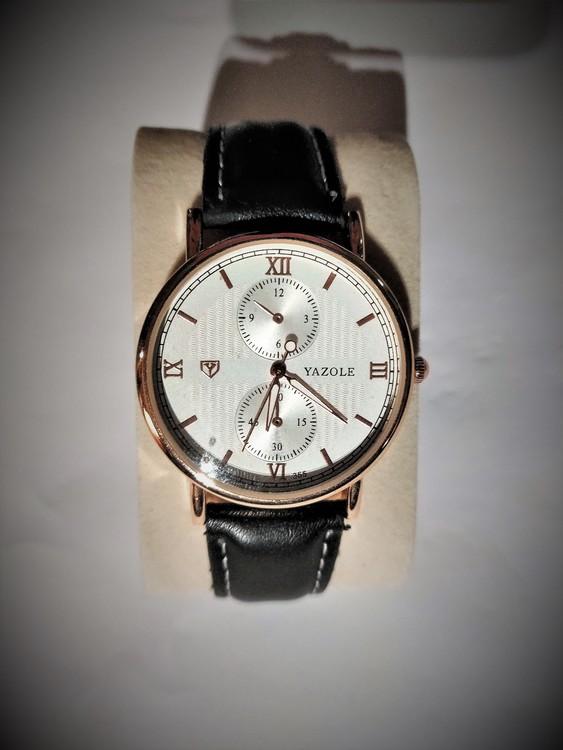 Yazole Armbandsur Herr Dia 3.9 cm Urtavla Vit .Svart Läderband Nyskick