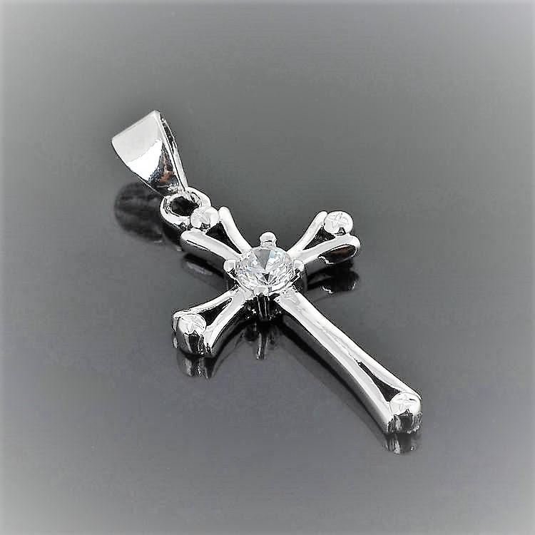 Kors Silverpläterad med kristall och halskedja.Kors 2.8x1.5cm längd ca 50cm.