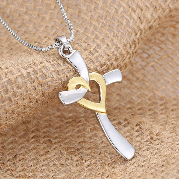 Hängsmycke Kors i Silver med Hjärta halsband