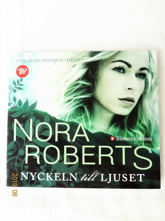 """Nora Roberts""""Nyckeln till Ljuset""""2015,Mycket bra skick Begagnad."""