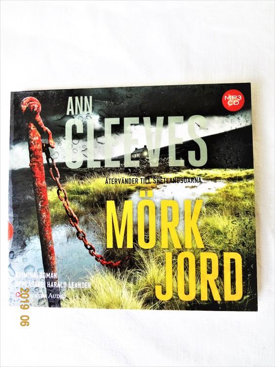 """Ann Cleeves """"Mörk Jord"""" mycket bra skick begagnad."""