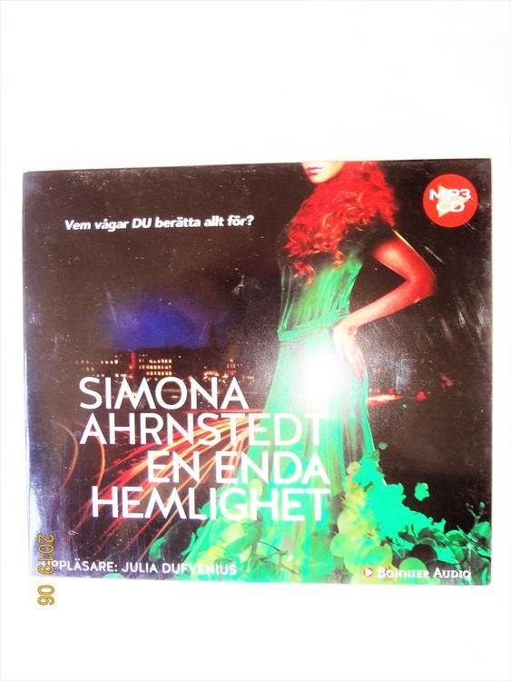 """Simona Ahrnstedt """"En enda Hemlighet"""" mycket bra skick begagnad."""