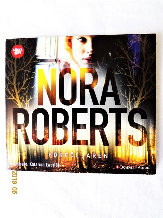 """Nora Roberts """"Förföljaren"""" mycket bra skick begagnad."""