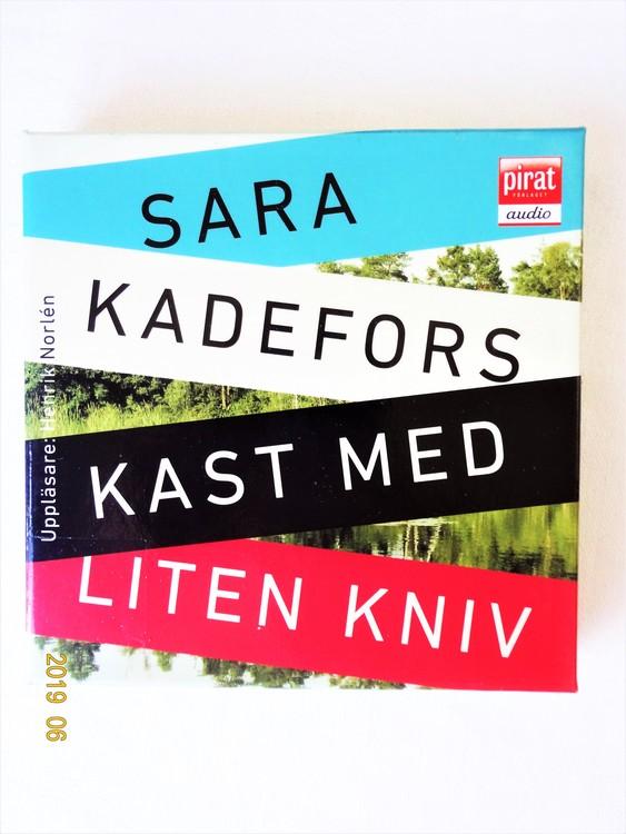"""Sara Kadefors """"Kast Med Liten Kniv"""" mycket bra skick begagnad."""