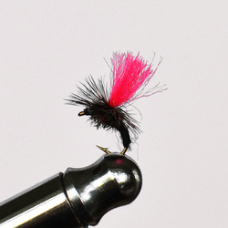 Klinkhammer Black / Pink torr fluga