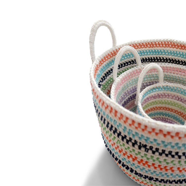 Förvaringskorgar av textil staplade i varandra