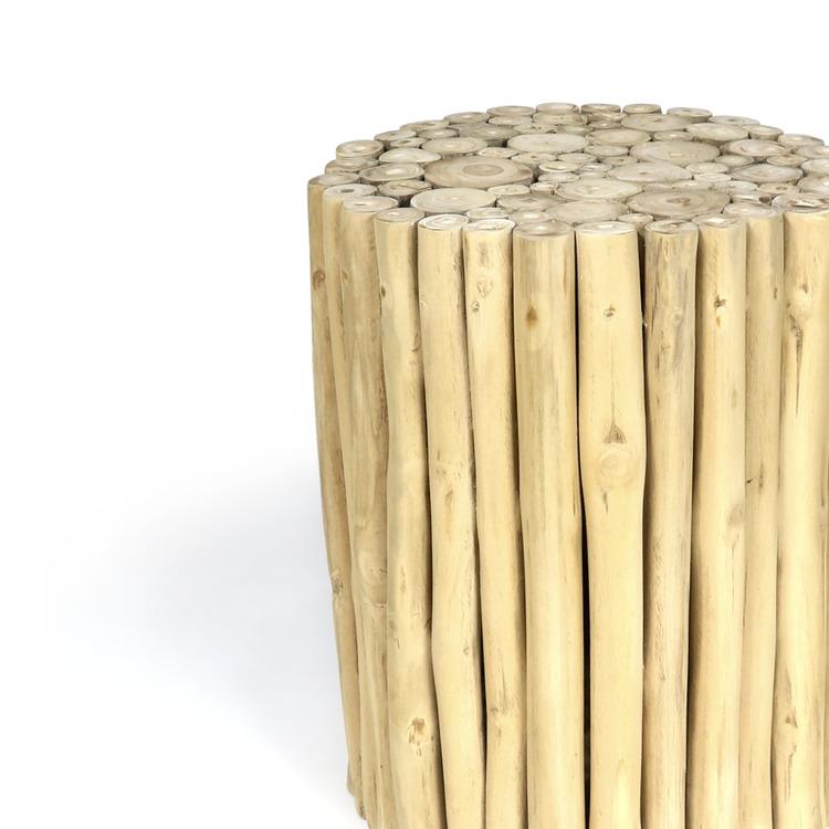 Rund träpall gjord av ljusa teakgrenar