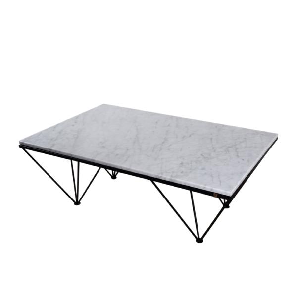 Grått soffbord av stål och marmor