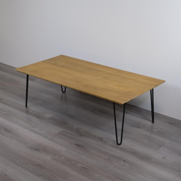 Rektangulärt matbord av teak med metallben
