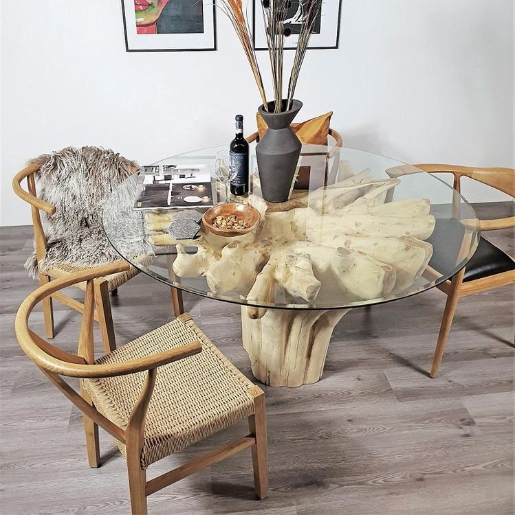 teakbord med glasskiva och tre stolar