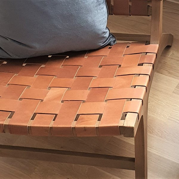 närbild på loungestol lädersits